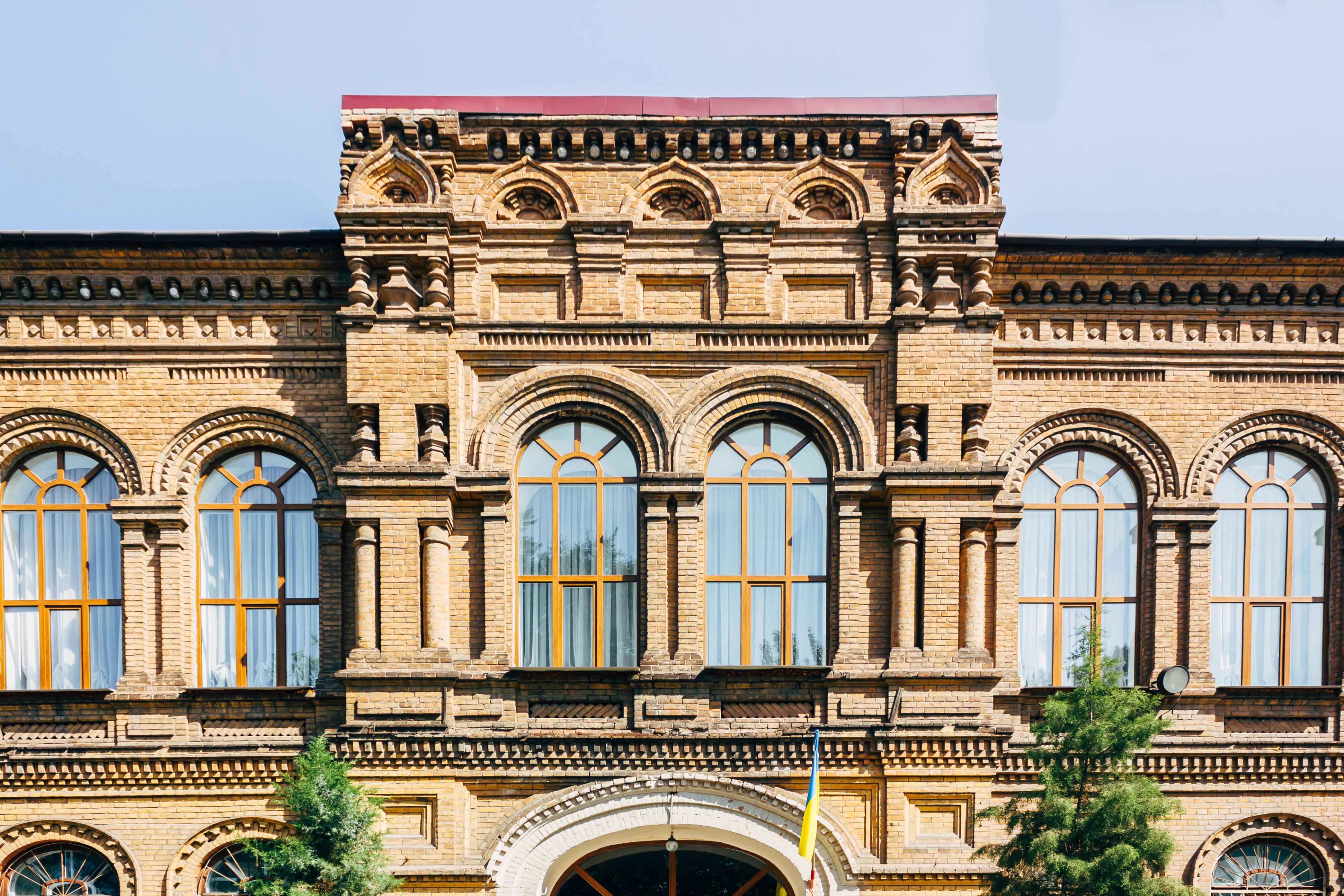будівля-олександрівської-жіночої-гімназії.jpg