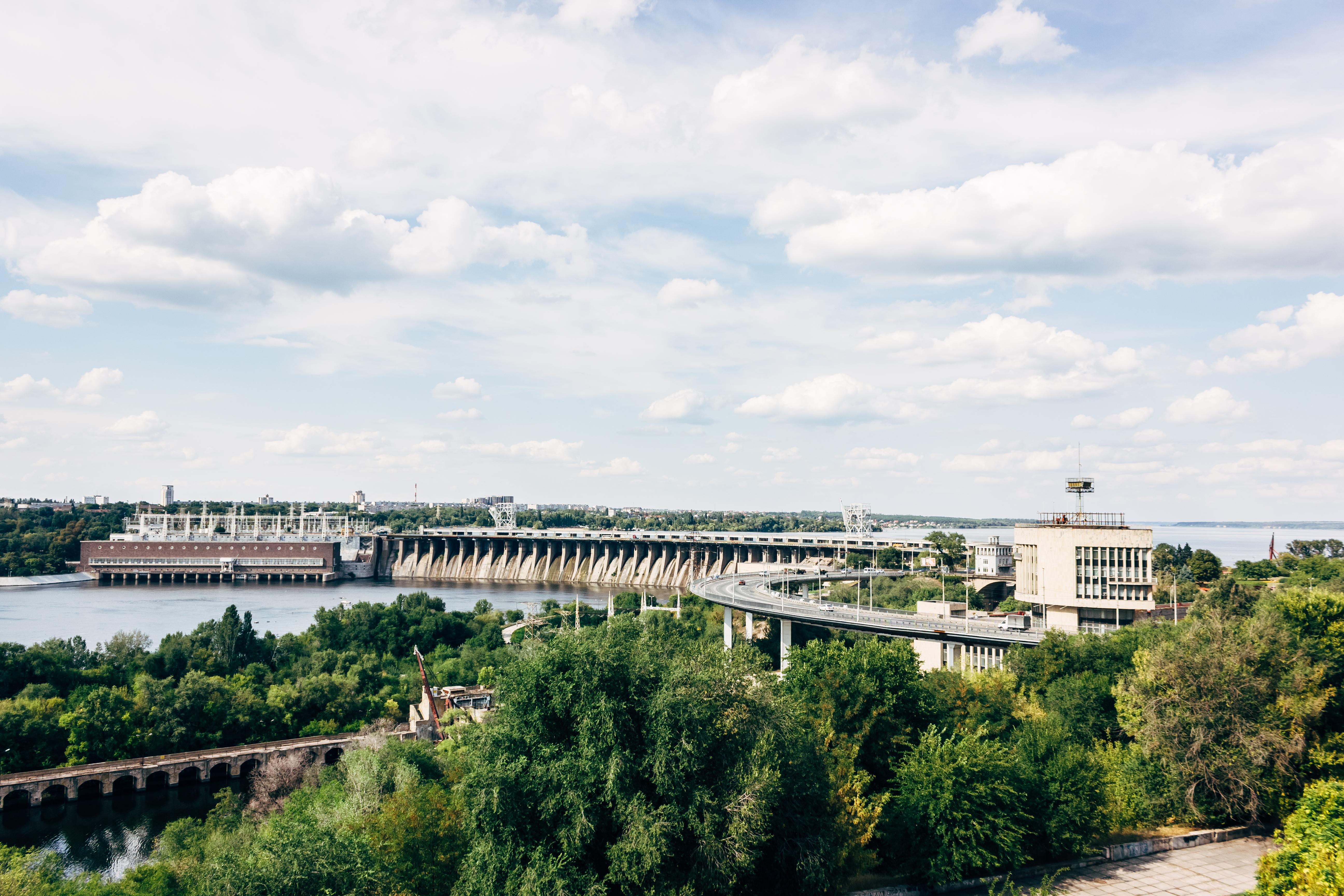 дніпровська-гідроелектростанція-2.jpg